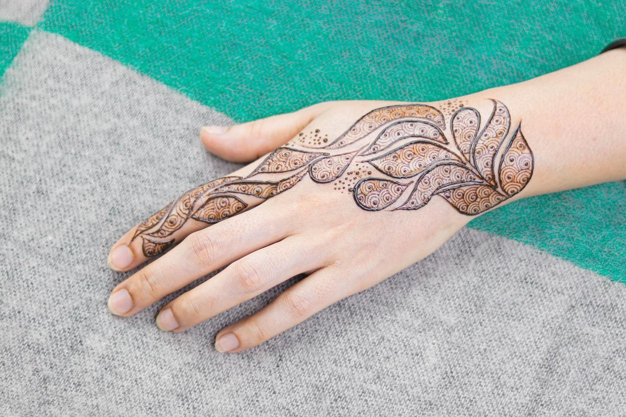 Henna Tattoo Farbe dm auftragen