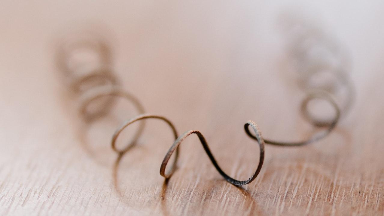 Enthaarung Spirale dm auf einem Tisch